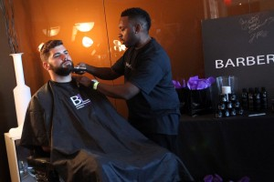 Justin Pugh_ getting a shave at Barber Lounge (1)